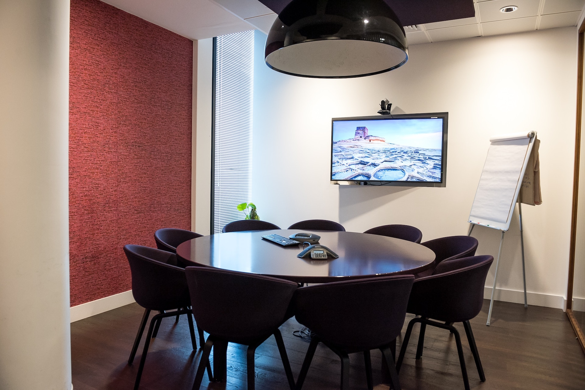 Shaping our future - conference rooms and meeting room booking / YAROOMS